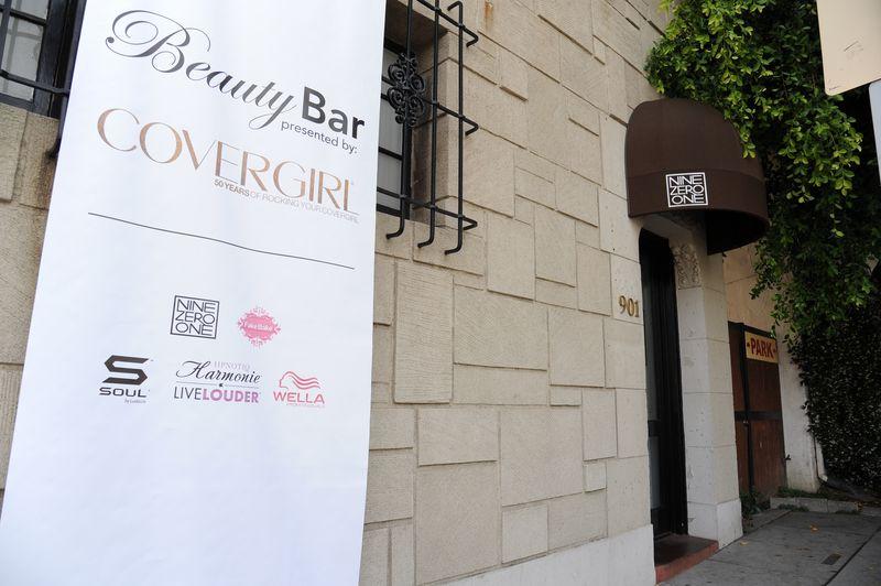 COVERGIRL Beauty Bar entrance